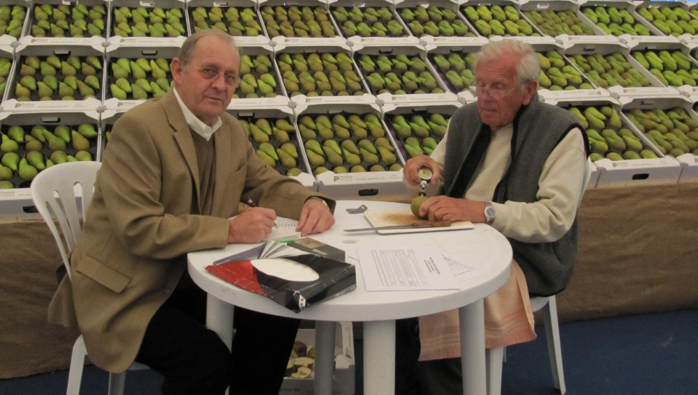 The English Apple Man with fellow Judge, Roger Worraker